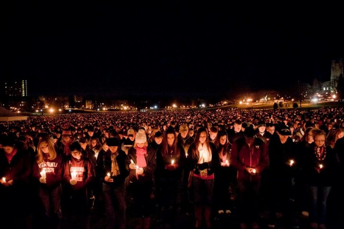Thousands gather to mourn after the Virginia Tech shooting [2007]