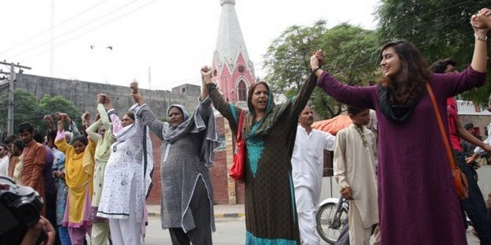 Pakistani Muslims form a human chain to protect Christians during Mass [2013] Source: The Express Tribune